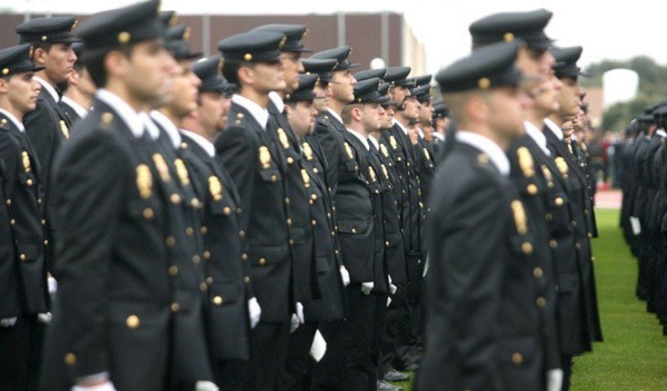 Jura de policías en Ávila.