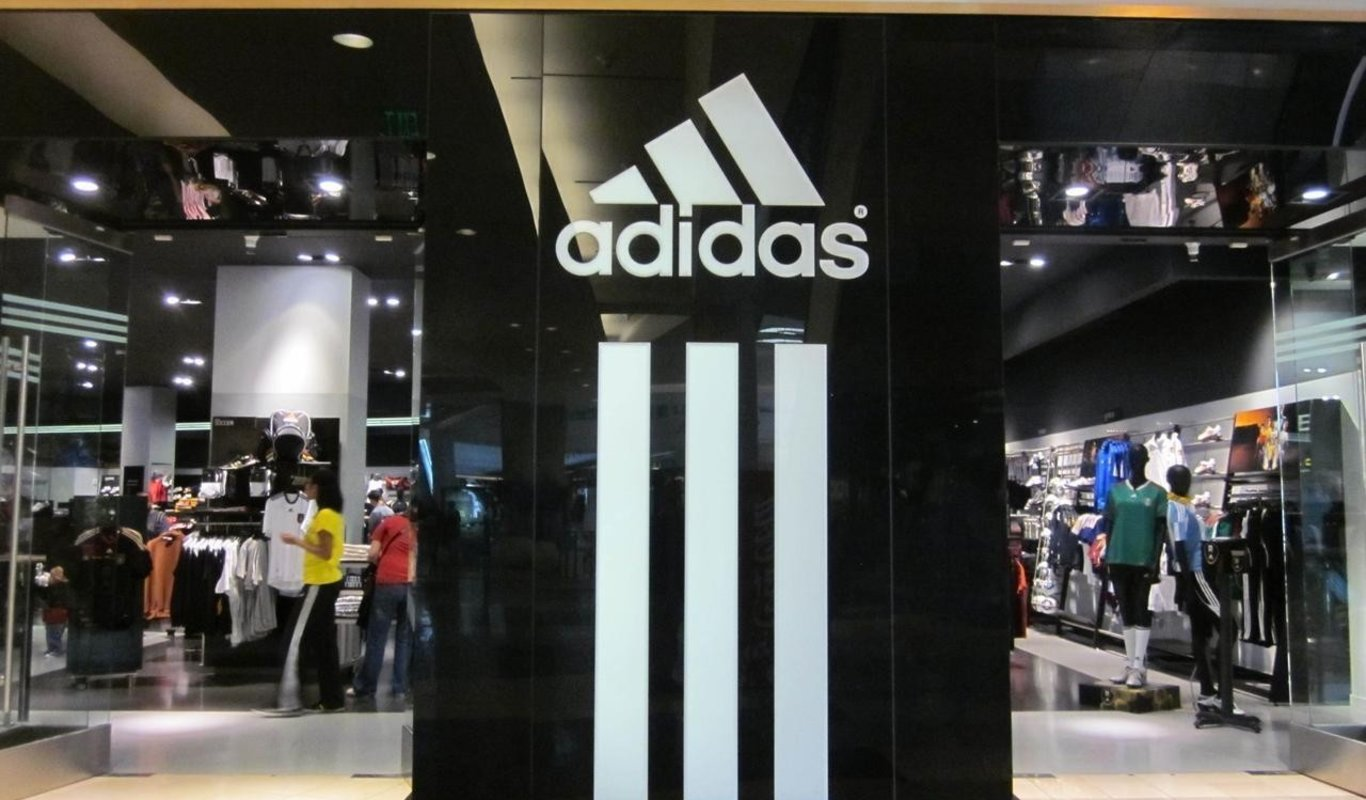 puerta ciclo Pórtico  Adidas necesita un centenar de trabajadores de forma urgente para su nueva  macrotienda en Madrid