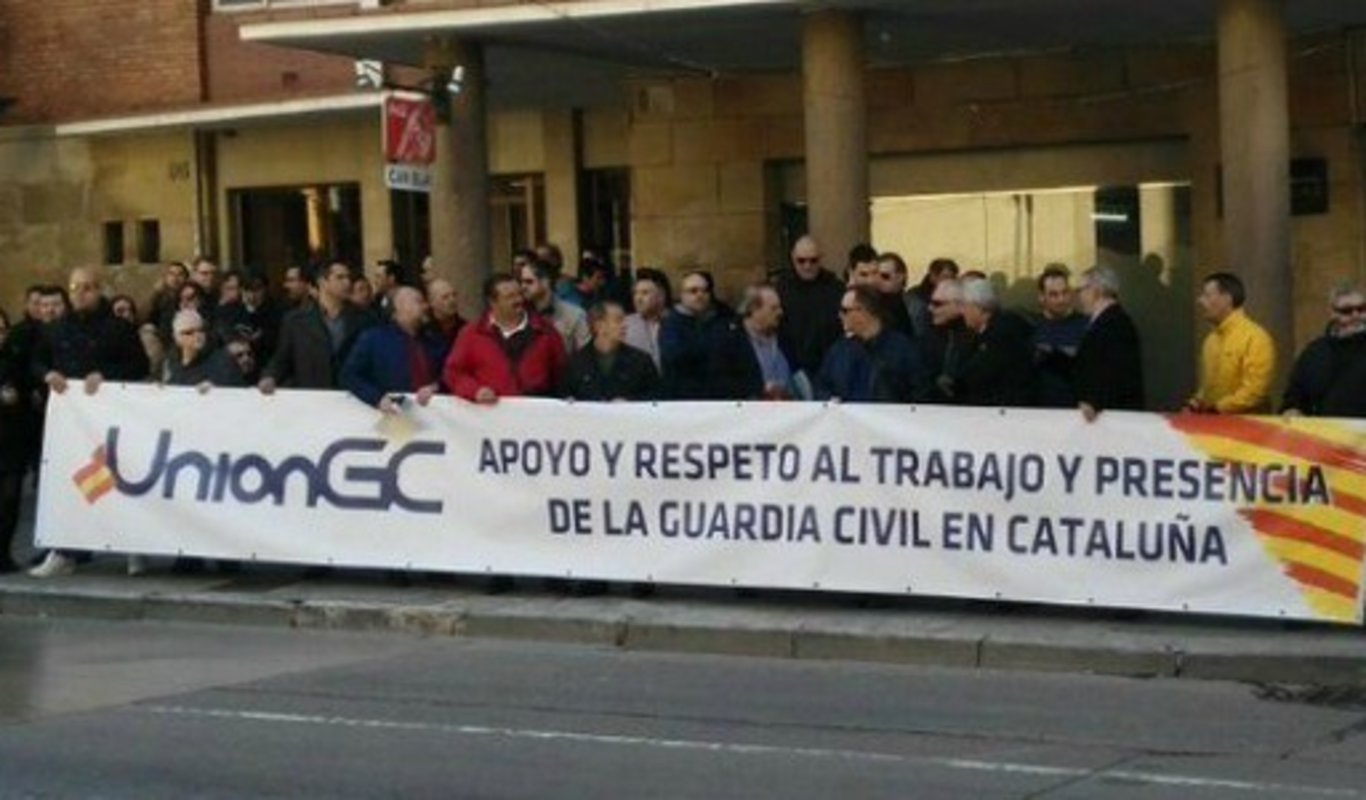 Concentración a favor de la Guardia Civil en Cataluña.