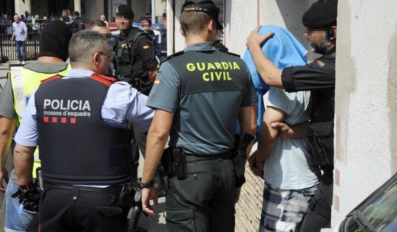 Guardia Civil y Mossos d'Esquadra.