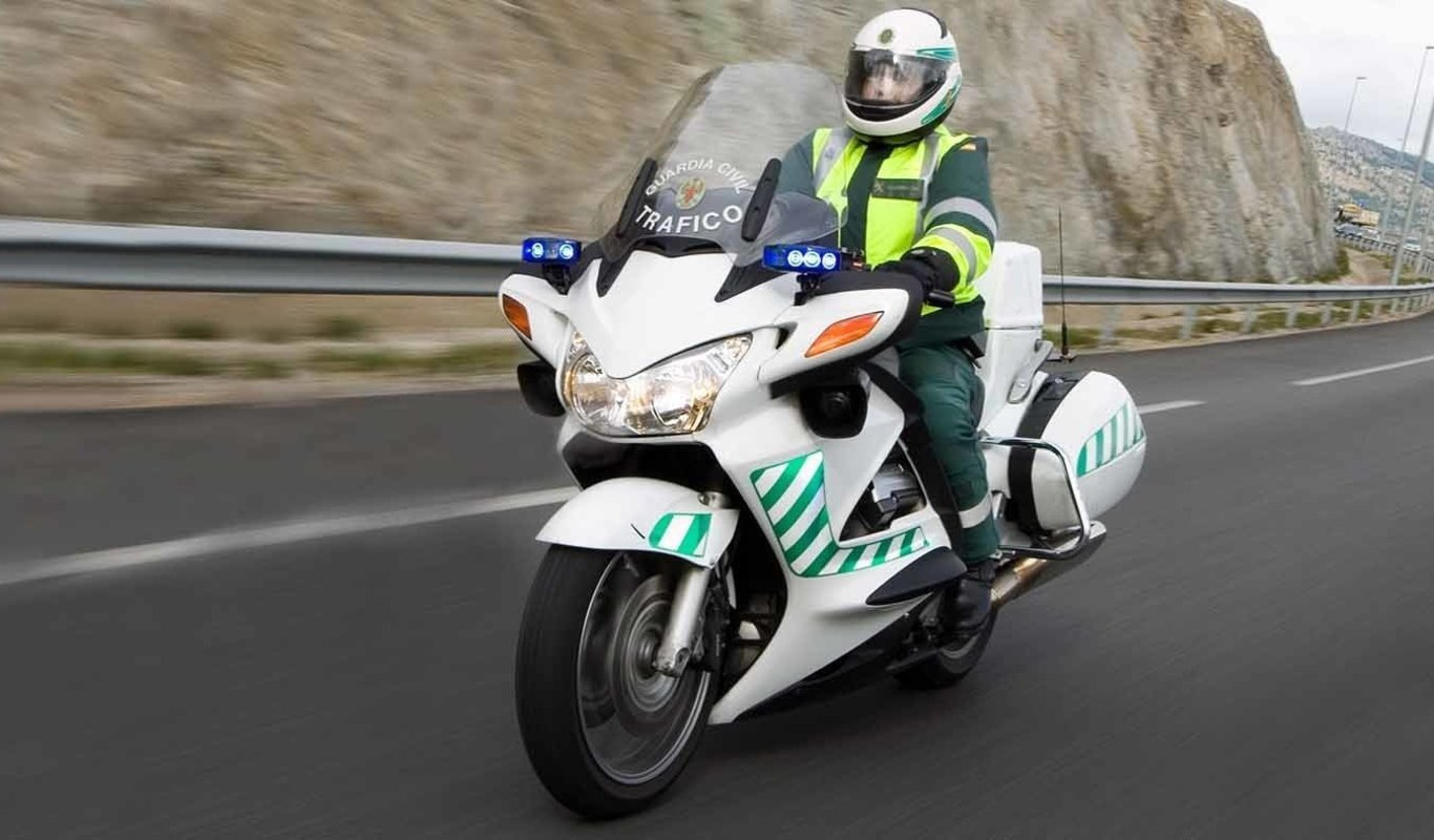 Guardia Civil de Tráfico en moto.