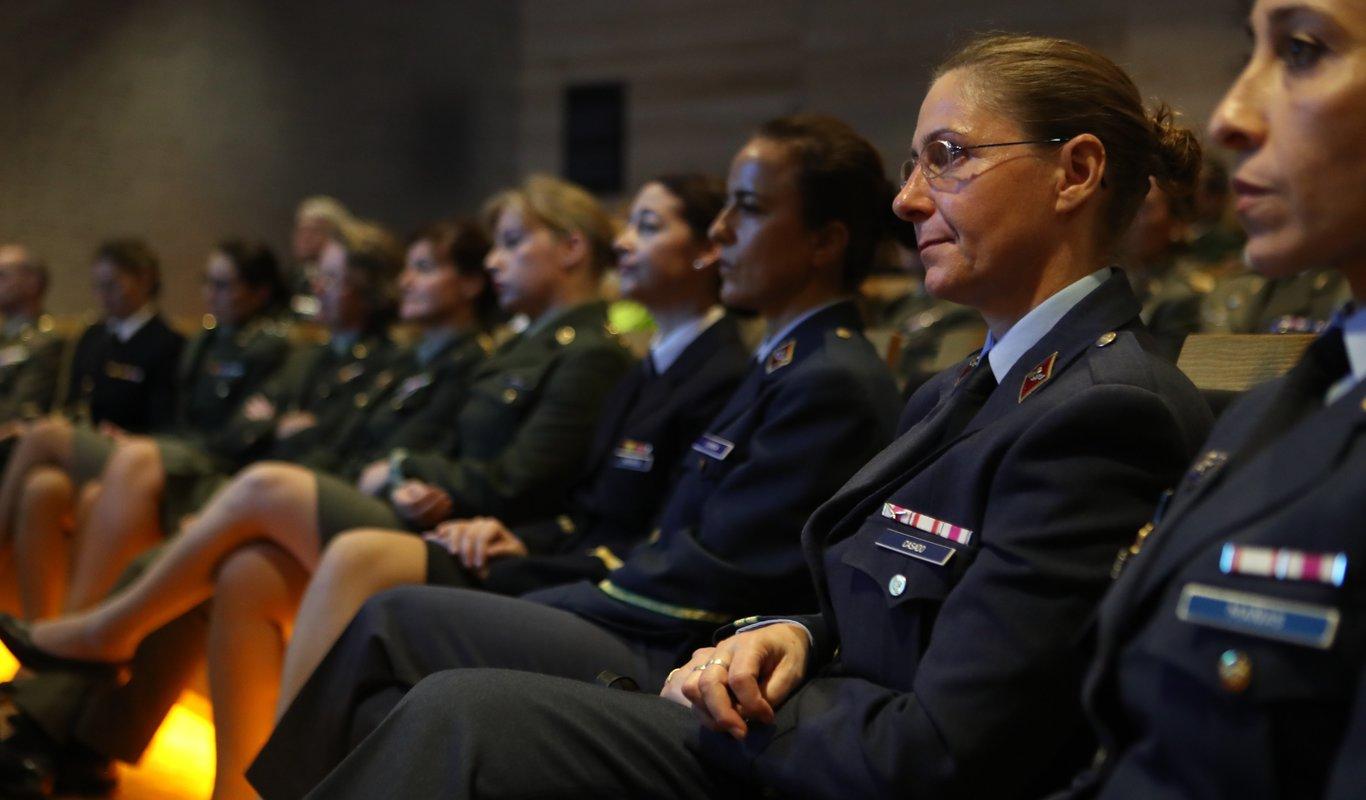 Militares durante el acto de conmemoración del 30 aniversario de la incorporación de la mujer a las Fuerzas Armadas.