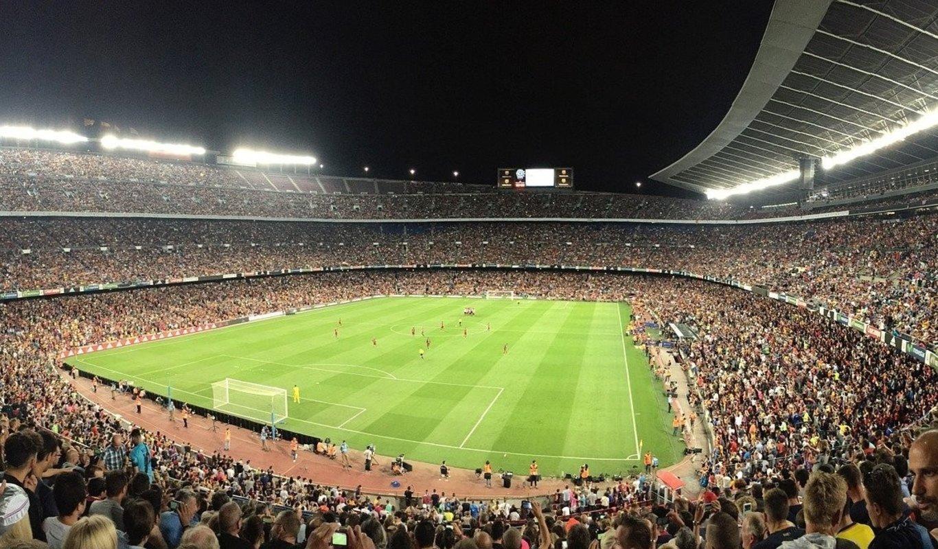 La Liga limita a veinte periodistas el acceso a los estadios de fútbol esta temporada