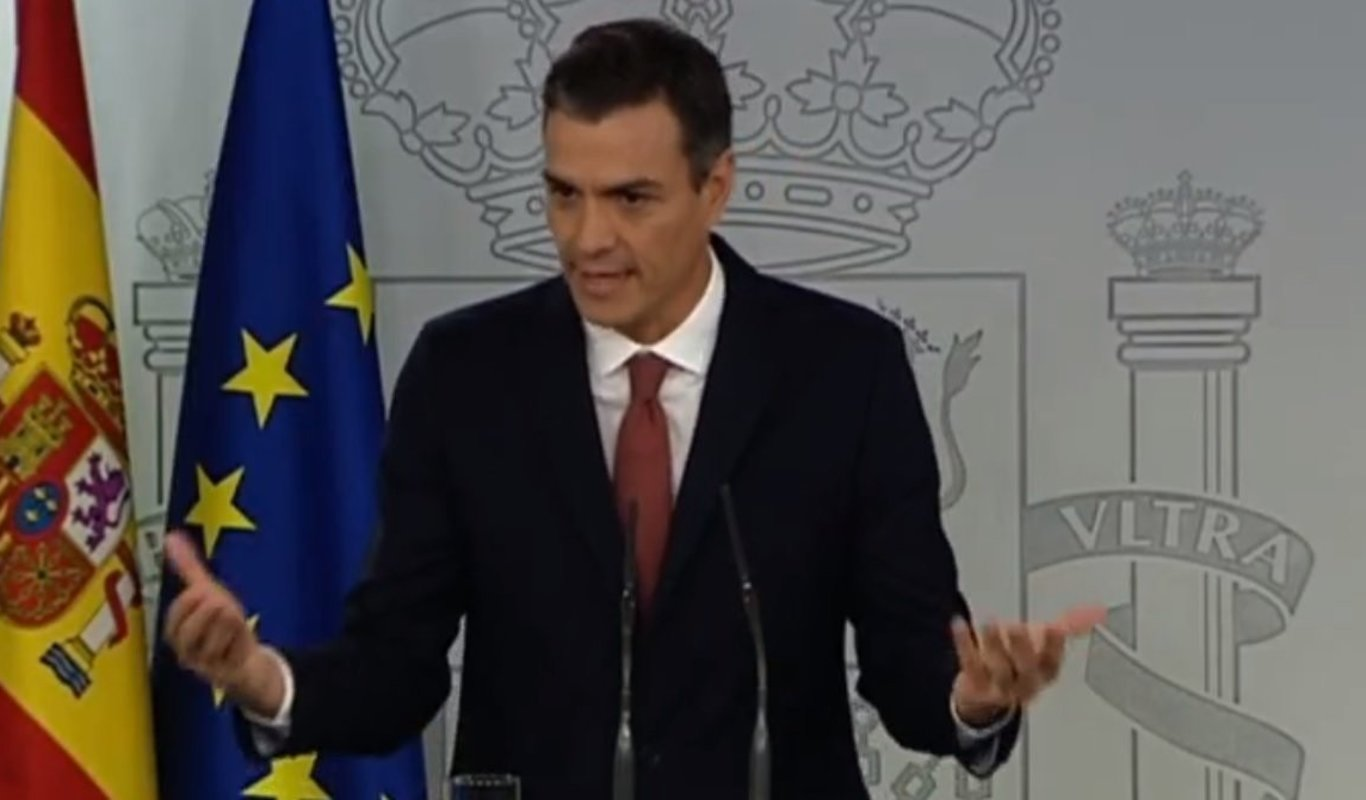 Los periodistas políticos, indignados con Moncloa por haber recurrido a policías para impedirles hablar con Sánchez