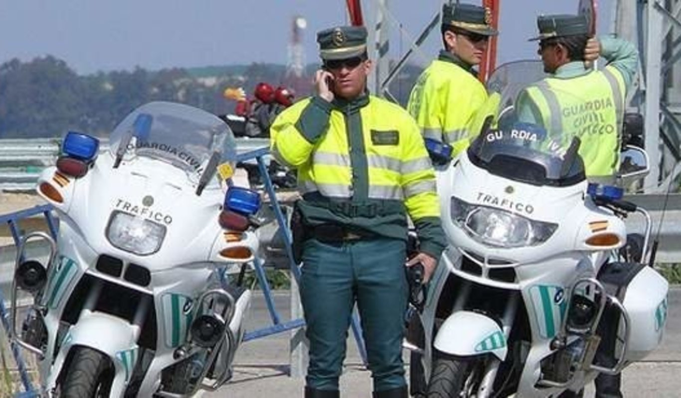 Agentes de Tráfico de la Guardia Civil