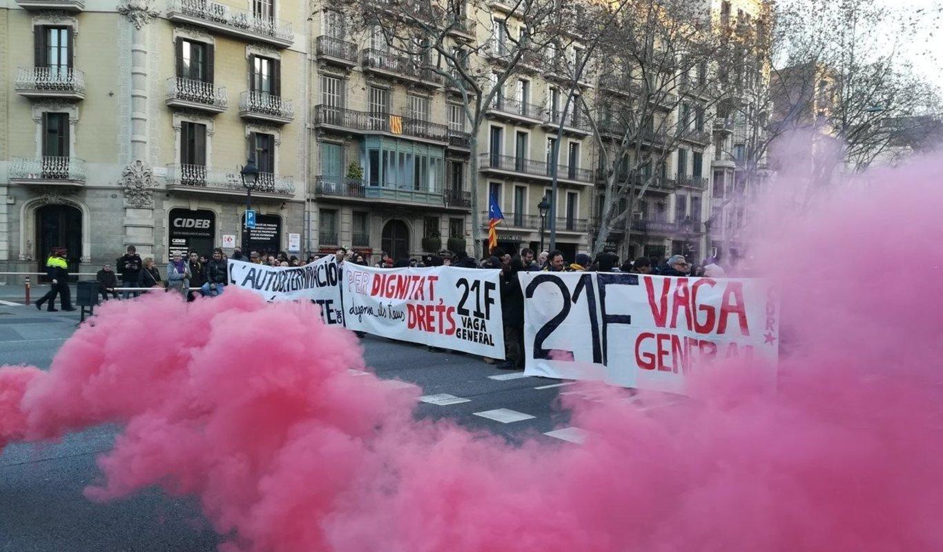 Los servicios mínimos en transporte, educación y salud — Huelga en Catalunya