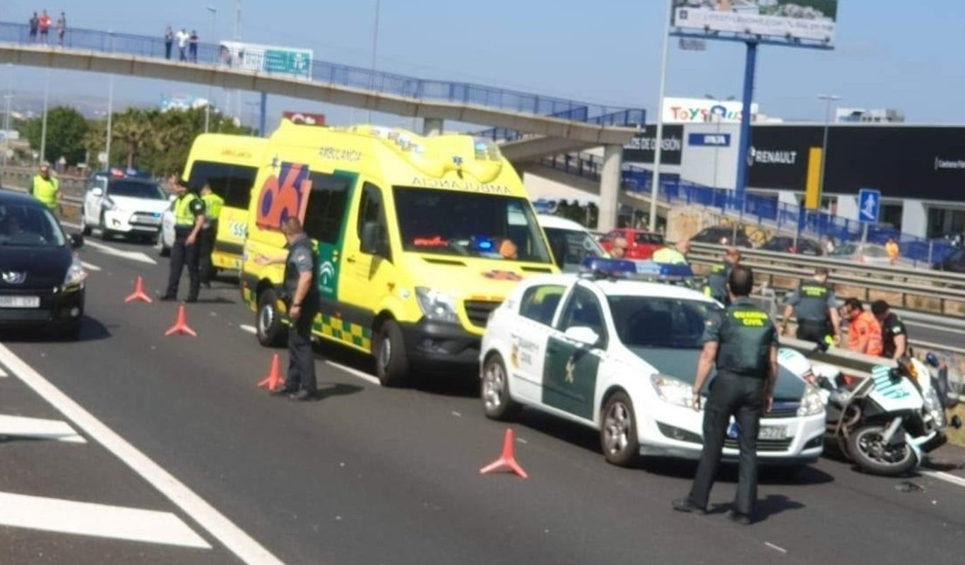 Accidente mortal de un motorista de la Guardia Civil.