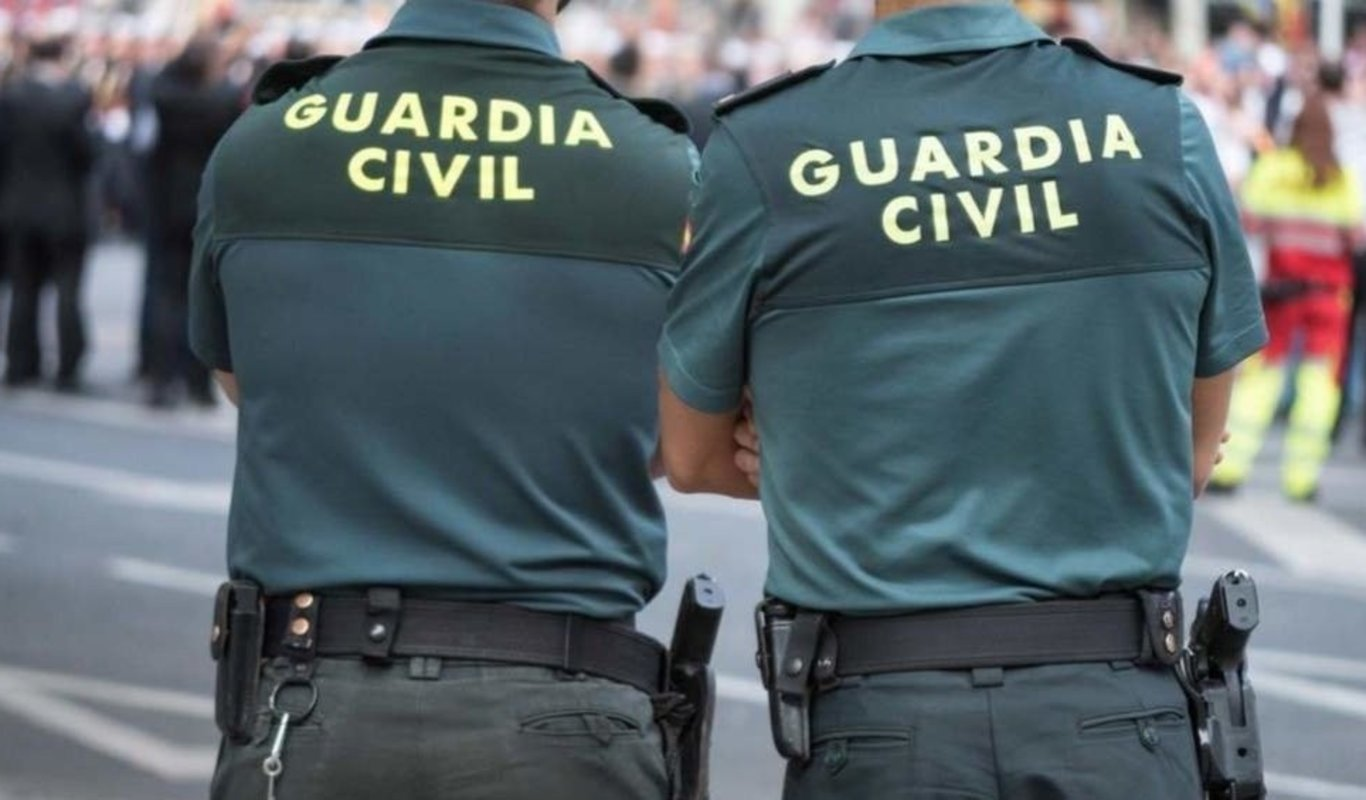 Guardias civiles.