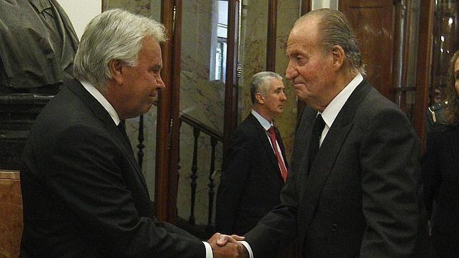 La clase política rinde tributo a Juan Carlos I con una ovación
