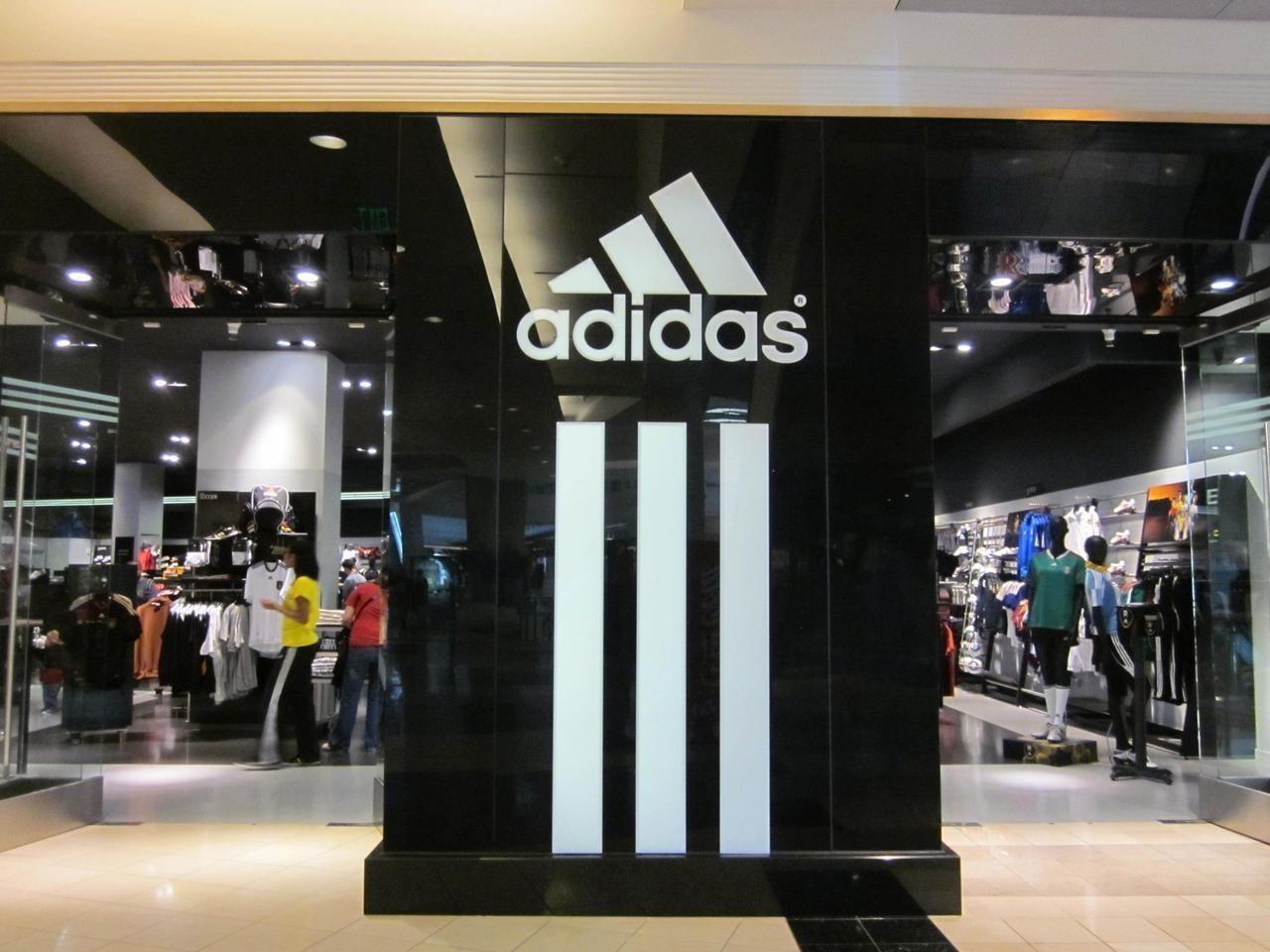 Adidas necesita un centenar de trabajadores de forma urgente para ... 161de09c620ee