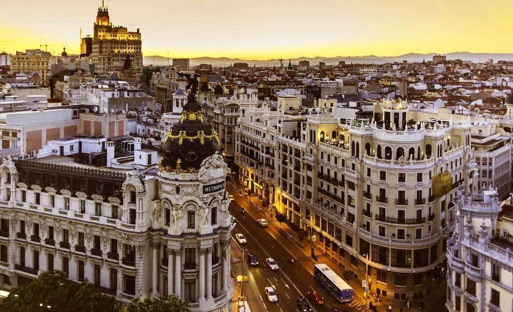 Madrid amplía dos semanas más el toque de queda a las once de la noche