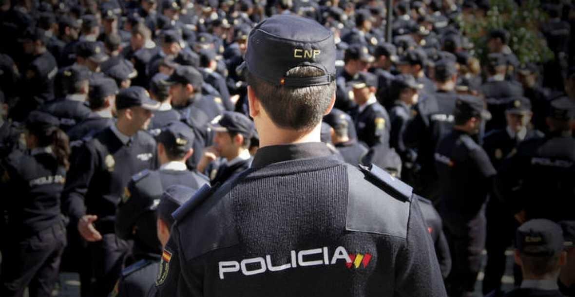 Orden en la Policía Nacional para atender en valenciano tras la queja de una entidad nacionalista