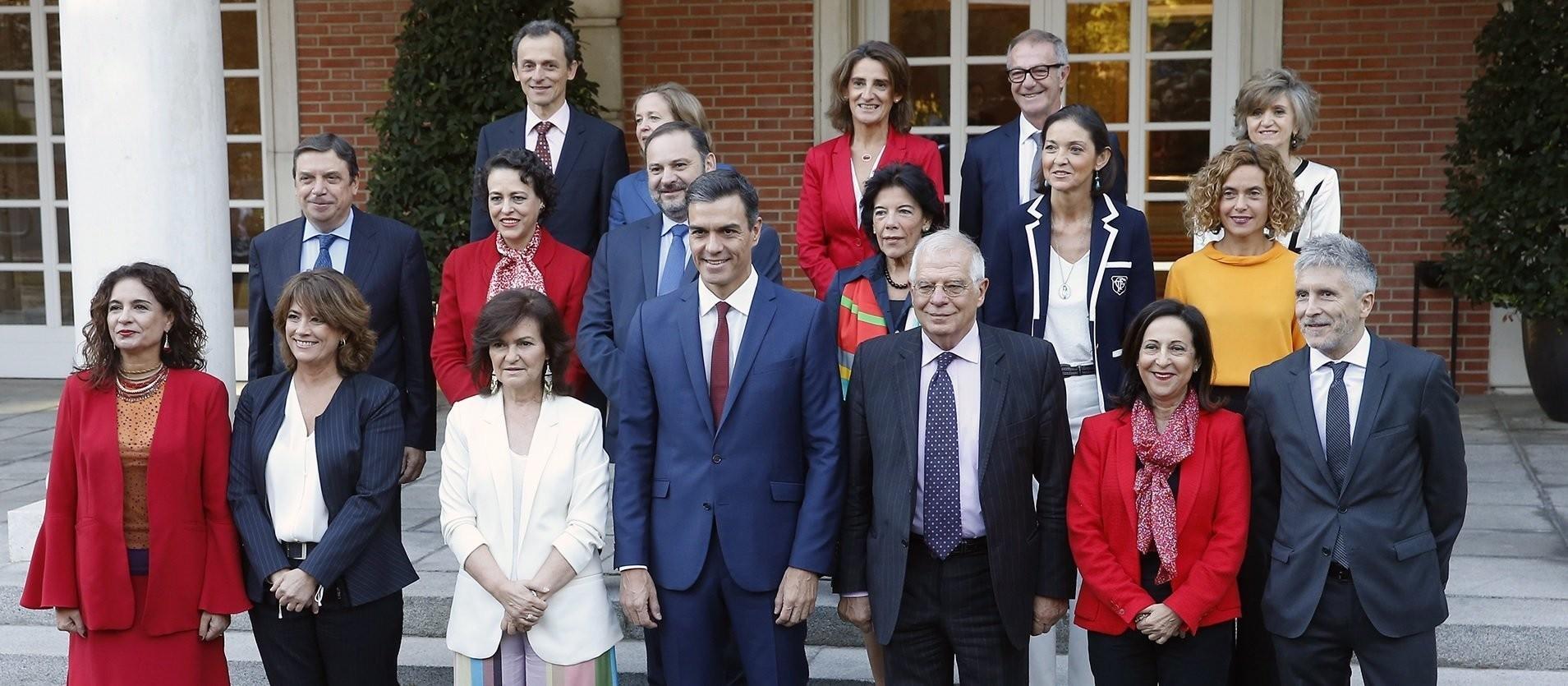 Así moviliza Moncloa a los ministros para 'tapar' las crisis del Gobierno