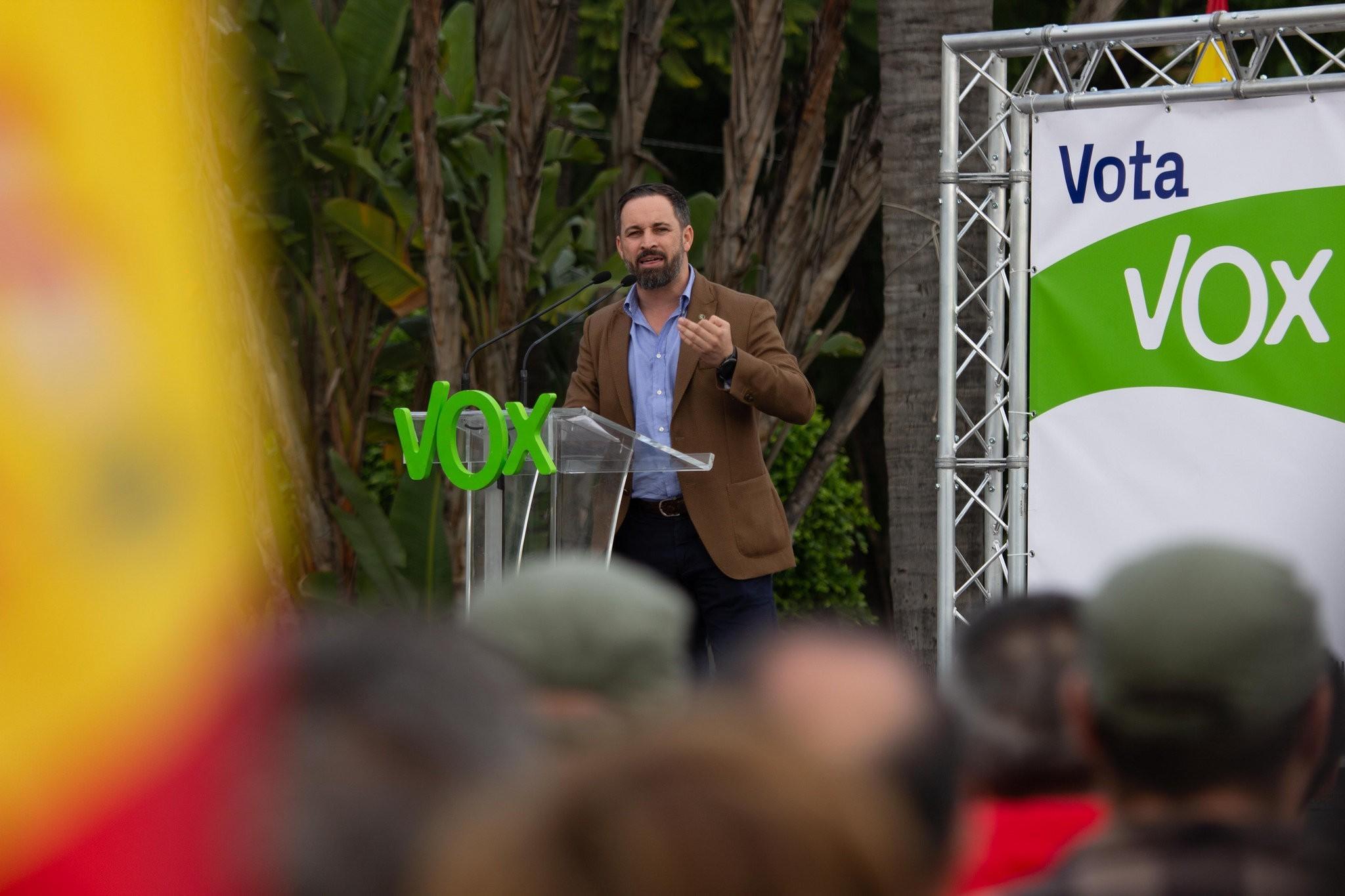 Vox intensifica la búsqueda de militares para sus listas electorales