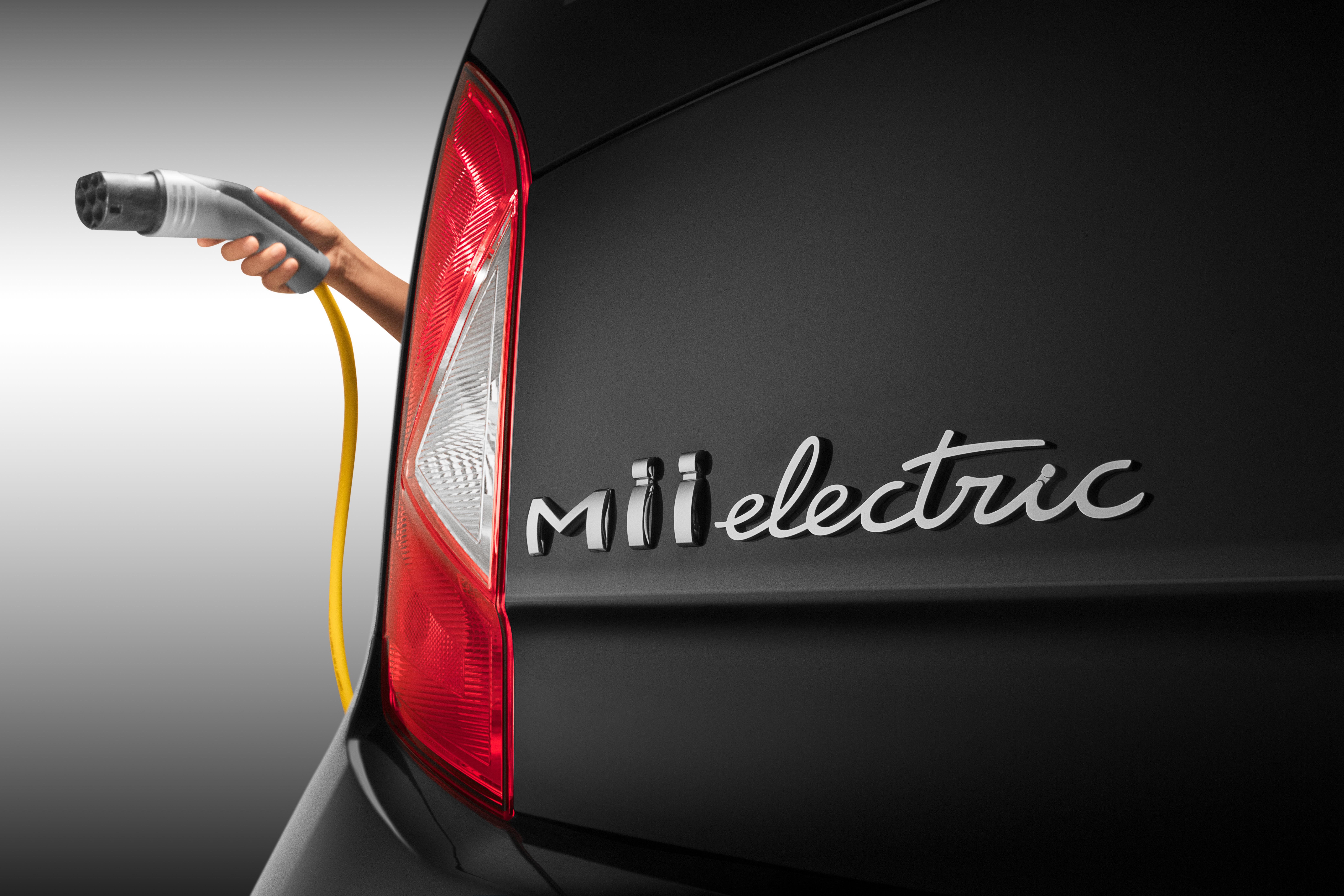 SEAT-begins-its-electric-offensive-by-introducing-the-Mii-Electric-on-its-inaugural-SEAT-on-Tour_01_HQ