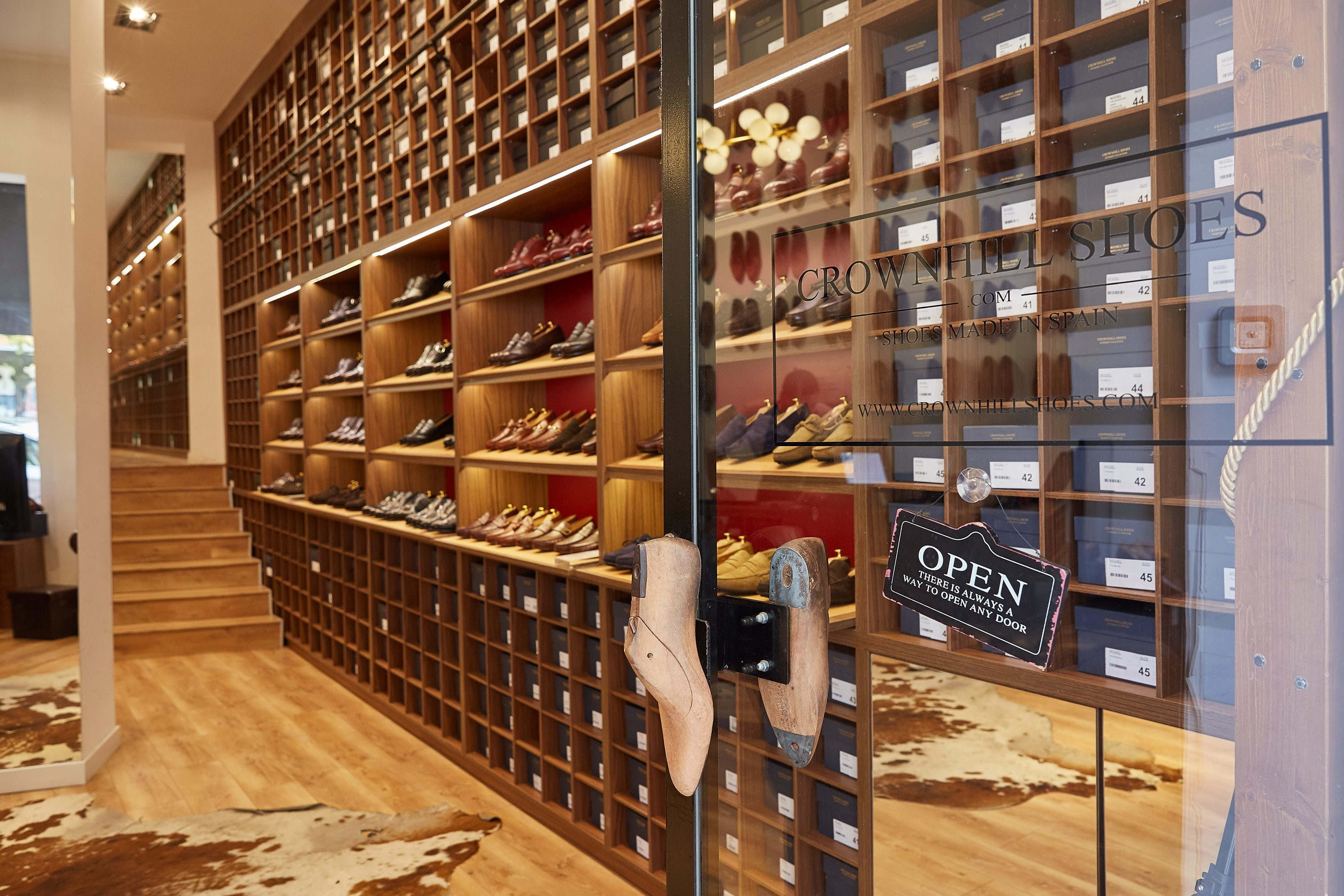 Crownhill_Shoes_Store_01