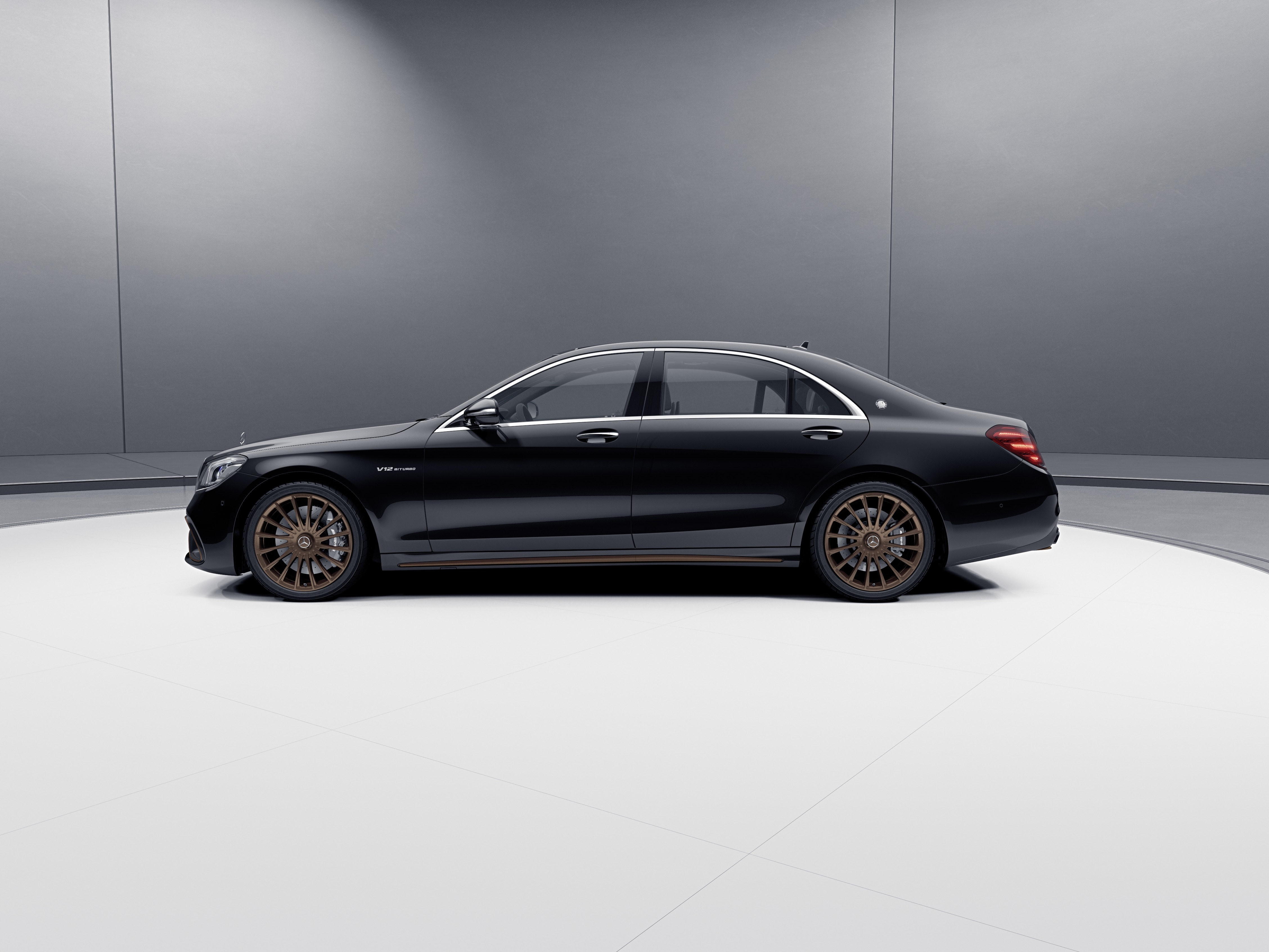 Mercedes-AMG S 65 Final Edition;Kraftstoffverbrauch kombiniert 14,2 l/100 km, CO2-Emissionen kombiniert 325 g/km*  Mercedes-AMG S 65 Final Edition;Combined fuel consumption 14.2 l/100 km, combined CO2 emissions 325 g/km*