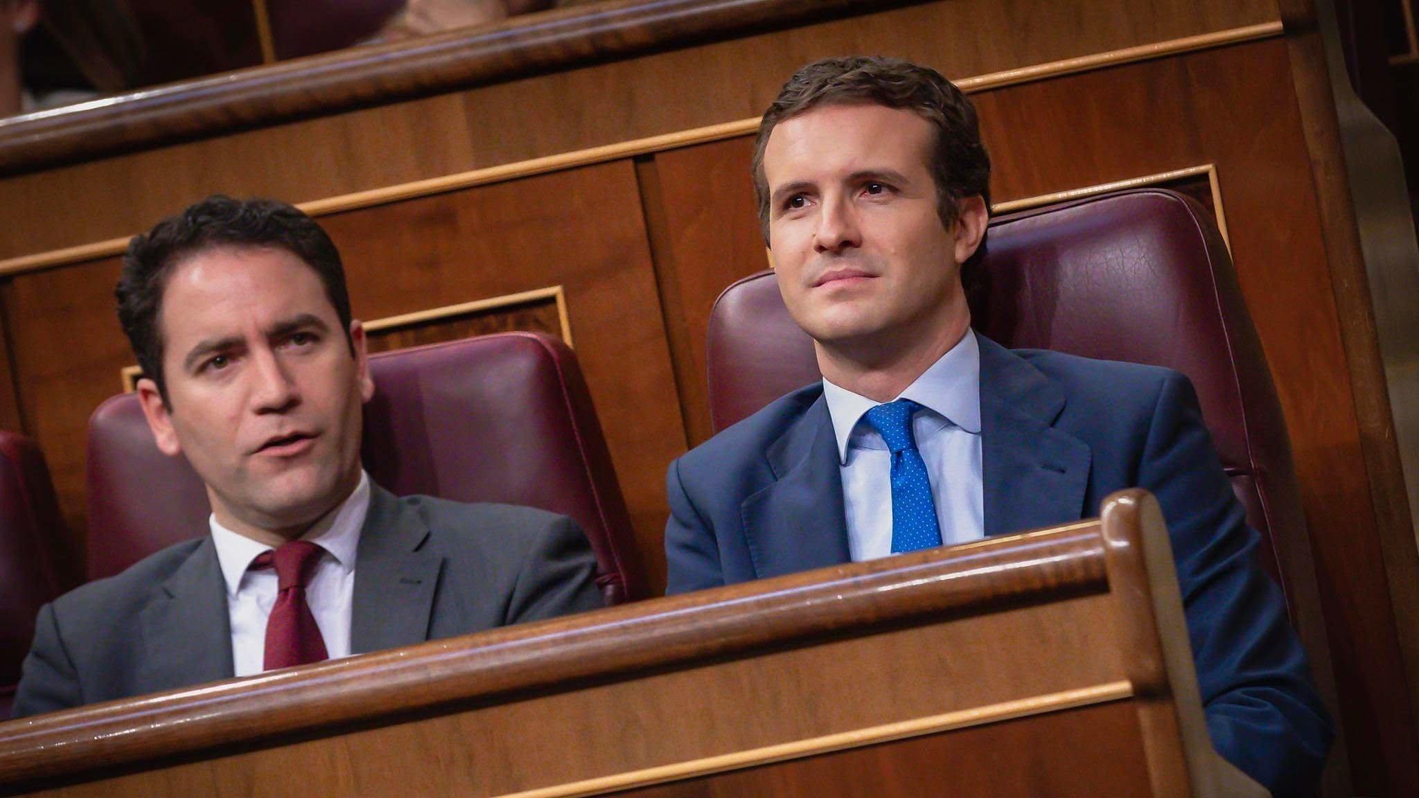 Casado ha preguntado a Aznar y Rajoy si ocultan algo sobre Bárcenas y han respondido que no le van a contar nada