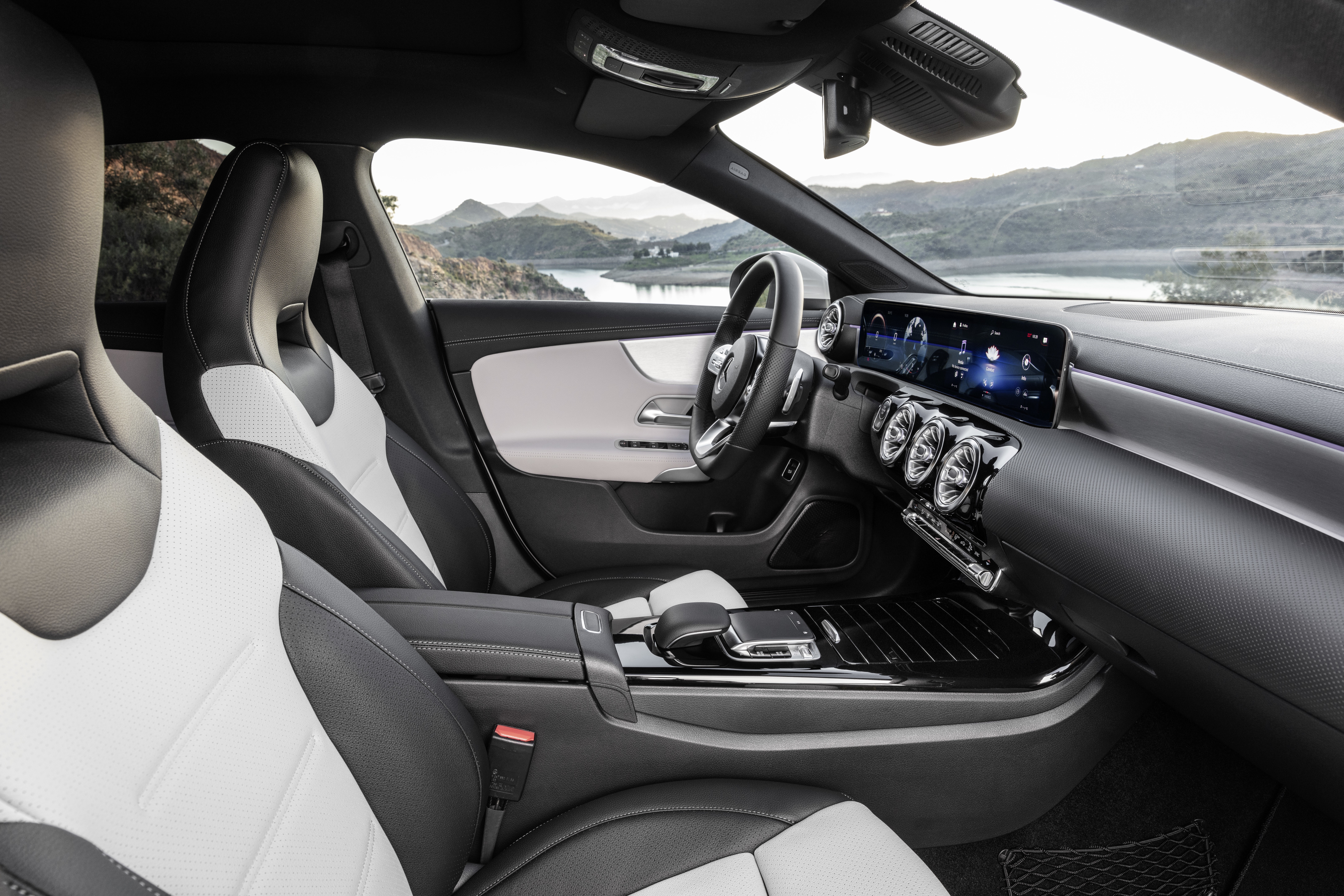 Mercedes-Benz CLA Shooting Brake, X118, 2019, AMG-Line, Interieur, digitalweiß // Mercedes-Benz CLA Shooting Brake, X118, 2019, AMG-Line, Interieur, digital white