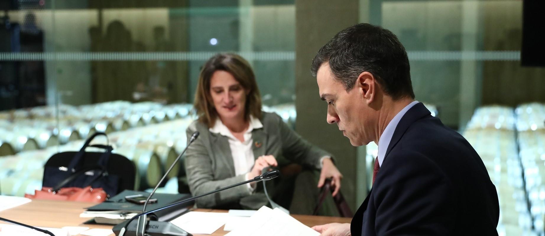 """El Gobierno sabe que los tribunales tumbarán el recorte a las eléctricas pero quiere vender que """"Pedro Sánchez está con el pueblo"""""""