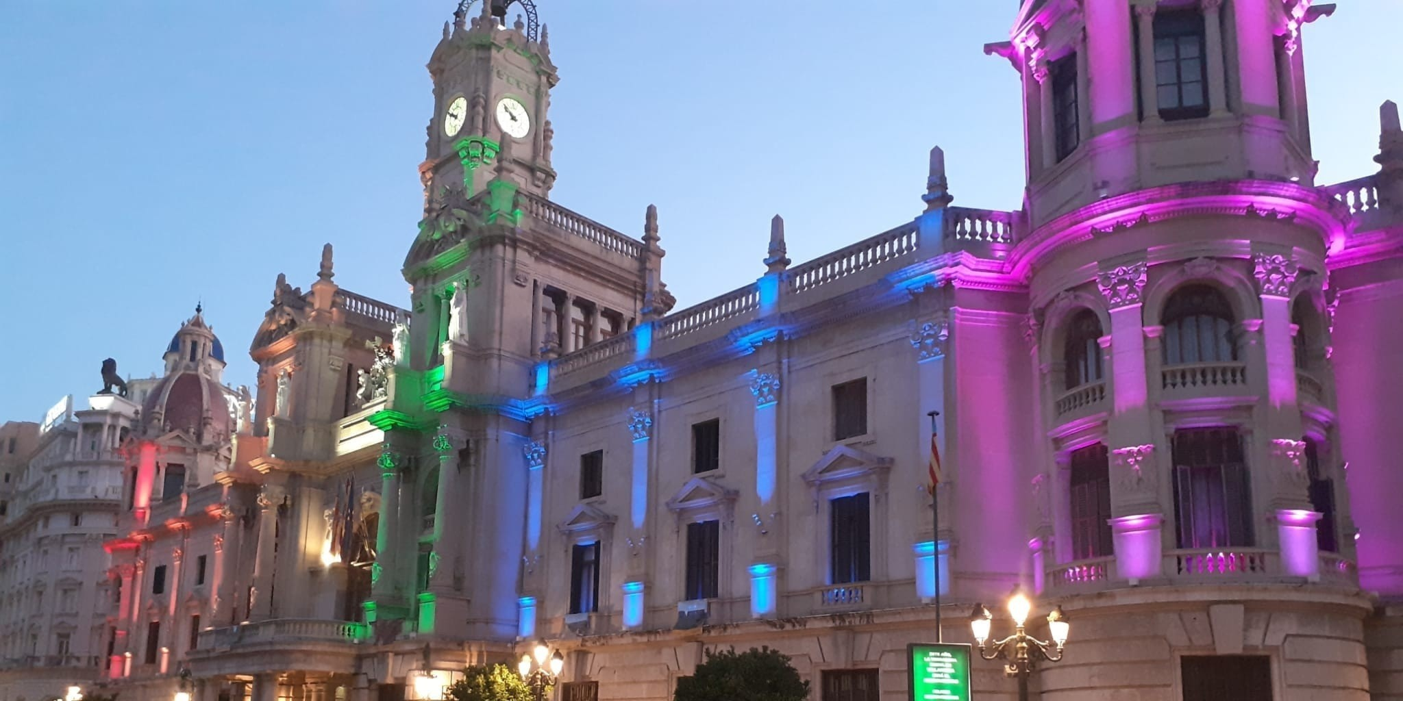 Vox exige al Ayuntamiento de Valencia que retire banderas LGTBI como estableció el Supremo