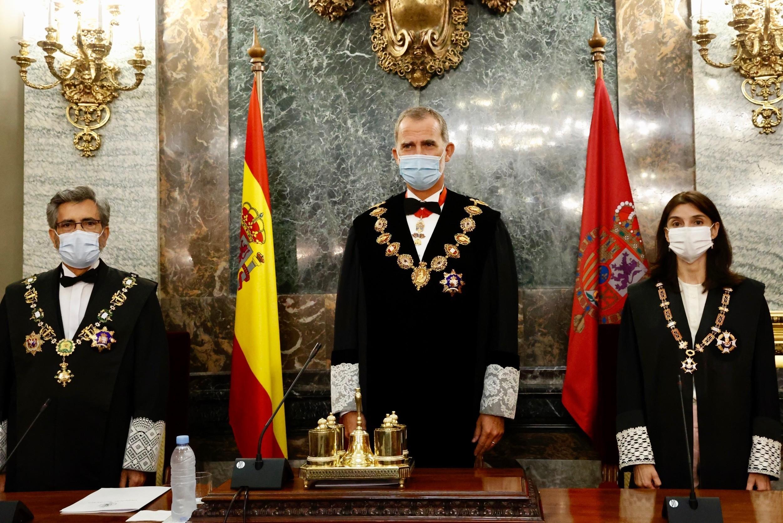 El Gobierno protege a Felipe VI retrasando a noviembre la entrega de despachos a jueces en Barcelona