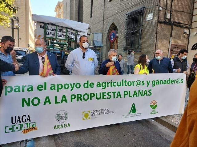 Agricultores y ganaderos rechazan la propuesta de reforma de PAC y piden al Gobierno aragonés que  no reble