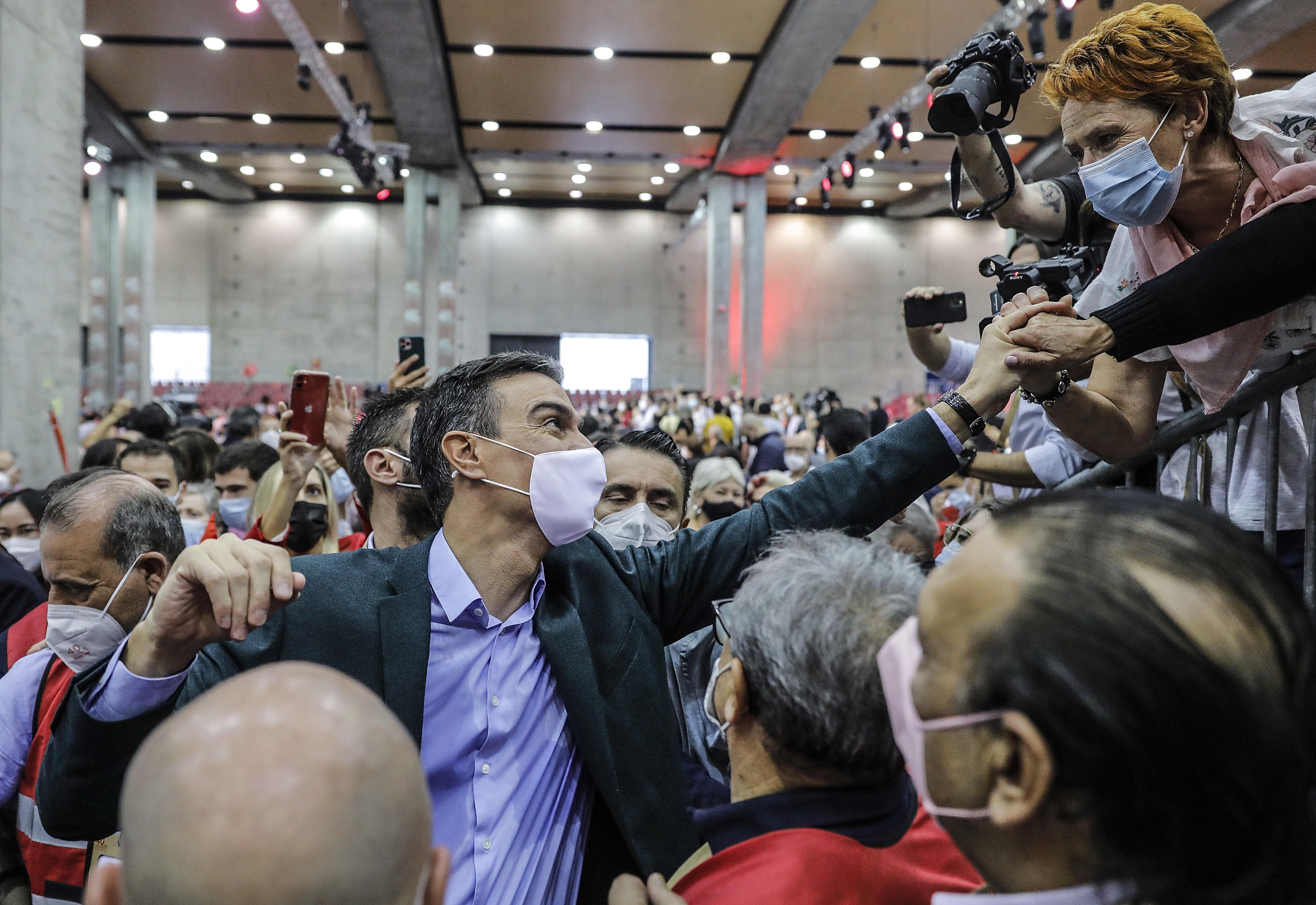 Sánchez se moviliza para impedir un adelanto electoral en Andalucía y Castilla y León que ponga en peligro su victoria en las generales