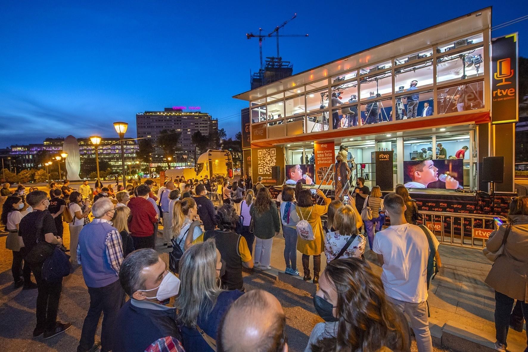 La gran consulta  ciudadana de RTVE recibe ya más de 55.000 respuestas y su plató móvil inicia el recorrido por España